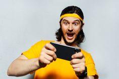 Die große Auswahl an diversen Spielen, die in vielen Onlineportalen oder App-Store angeboten werden, lockt viele Menschen an, doch vor allem sind es kostenlose Spiele für unterwegs, die sehr beliebt sind. So ist es nicht immer nötig, sein eigenes Geld zu investieren. So macht das Spielen gleich doppelt so viel Spaß, vor allem auf dem Handy unterwegs. Lies hier, was die Klassiker sind. #Hobby App Store, Investing, Popular, Playing Games, Money, People