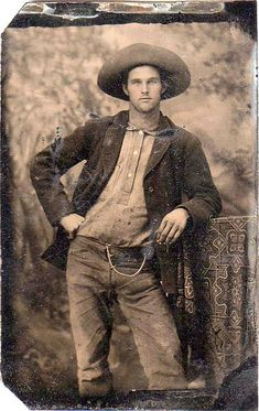 Cowboy on plate tintype. Estimated date 1890 He's so handsome! Vintage Pictures, Old Pictures, Old Photos, Vintage Images, Vintage Men, Vintage Beauty, Portraits Victoriens, Louis Daguerre, Style Masculin