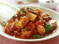 Vegetarisch, lecker und in 20 Minuten gemacht: Unser vegetarisches Curry mit Kürbis - natürlich smarter! | eatsmarter.de