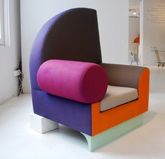 ettore sottsass called memphis design the new international style and plunged the sophisticated and influential milan design world into a labyrinth of visual irony, puns and provocations. Funky Furniture, Design Furniture, Unique Furniture, Chair Design, European Furniture, Furniture Dolly, Bauhaus, Table Sofa, Sofa Chair