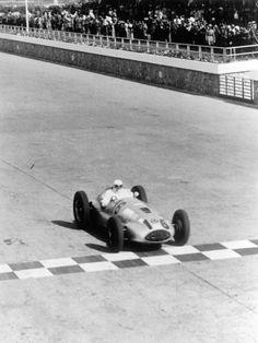 Großer Preis von Tripolis, 7. Mai 1939. Hermann Lang siegte mit dem Mercedes-Benz 1,5-Liter-Rennwagen W 165.