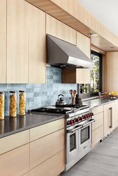 Gorgeous 40 Popular Wood Kitchen Floor Design Ideas On A Budget To Try. Residential Interior Design, Interior Exterior, Home Interior Design, Rustic Contemporary, Modern Rustic, Mid-century Modern, Elegant Kitchens, Cool Kitchens, Bright Kitchens