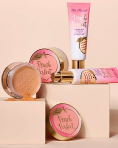 Too Faced Peaches and Cream Collection just dropped new shades for their bestselling Peach Perfect Comfort Matte Foundation and Mattifying Setting Powder. A lightweight and comfortable, mattifying loose powder in a universal peach tint. Makeup Geek, Makeup Kit, Makeup Eyebrows, Makeup Brushes, Setting Powder, Maquiagem Too Faced, Beauty Bar, Beauty Makeup, Drugstore Beauty