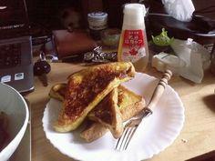 [Champagne]川上洋平2008/3/8 写真散らかっててすいません。 昨日は金曜日。 今日は土曜日。 ちょっと早起きして 朝ごはん作る@ フレンチトースト。 French Toast, Breakfast, Food, Morning Coffee, Essen, Meals, Yemek, Eten