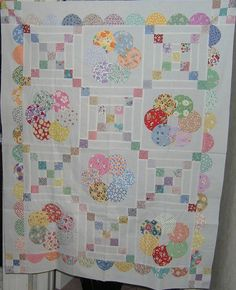 1930s fabrics There was a similar quilt in the Fons & Porter Mag, but this one only takes half as many circles! Yeaaa!