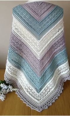 Crochet Patterns Easy and Cute FREE Crochet Shawl for beginner Ladies – Beauty Crochet Patterns! - Her Crochet Crochet Shawl Free, Crochet Shawls And Wraps, Easy Crochet Patterns, Crochet Scarves, Crochet Clothes, Shawl Patterns, Crochet Lace, Crochet Stitches, Knitting Patterns