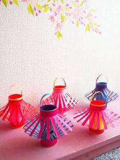 チビちゃんが保育園に七夕飾りを作って持って行くことになったので、灯籠をいくつか作ってみた。両面折り紙を使って。中はお魚やお花や小鳥などの形に切り抜いて。提... New Year's Crafts, Paper Crafts For Kids, Crafts To Do, Projects For Kids, Arts And Crafts, Chinese New Year Crafts, Child Day, All Craft, Diy Toys