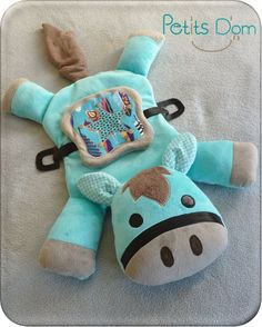Sous le sapin - Isha, Hakon, Iron et Antonin - Petits D'om Pet Toys, Doll Toys, Baby Toys, Sewing For Kids, Baby Sewing, Range Pyjama, Cute Small Animals, Plush Horse, Horse Crafts