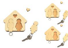 Das Schlüsselbrett Design aus massivem Ahornholz, kombiniert mit Buche. In Sachen Schlüsselbrett hat Designerin Jette Scheib einmal mehr bewiesen, wie es geht. Home Sweet Home, eines unserer Top Produkte, hat Zuwachs bekommen: Auch für Wohngemeinschaften gibt es jetzt ein Schlüsselbrett Design. Keine Schlüssel mehr verlieren, kein zu spät kommen mehr!