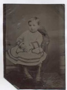 Six clues to identify and date old tintype photographs.