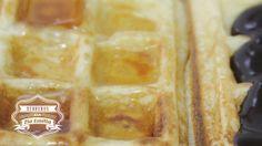 Waffle. ..:: Segredos da Tia Emília ::.. Receita detalhada no link: http://wp.me/p2lplo-tR Música: Elvis Presley - Blue Sued Shoes  ..:: Con...