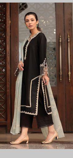 Pakistani Fashion Party Wear, Pakistani Dresses Casual, Indian Fashion Dresses, Pakistani Dress Design, Indian Outfits, Fashion Outfits, Beautiful Dress Designs, Stylish Dress Designs, Designs For Dresses