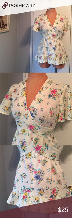 VTG 70s floral tie back top Sweet vintage too that is so flattering to wear. Can fit a Medium to large, great condition only had a tiny tiny pinhole spot in front. No label. Can fit a size 6-10. Vintage Tops