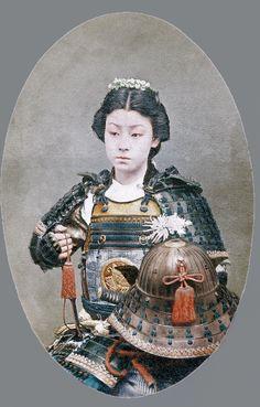 Colorized Photo of Female Samurai Edmund Dulac, Chinese Painting, Chinese Art, Vintage Japanese, Japanese Art, Vintage Photographs, Vintage Photos, Samurai Photography, Samurai Fashion