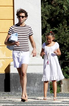 Mika on vacation, with a cousin or smth Boyfriend Band, Smiling Person, Mika, Grace Kelly, Beautiful Smile, Singer, Celebrities, Beans, Vacation