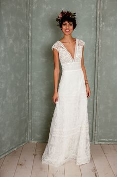 Wedding Dresses design reference - Glam and creative dress styling styles and suggestions. Desire for extra boho wedding dresses simple suggestions, stop by the web link right now. Western Wedding Dresses, Top Wedding Dresses, Boho Wedding Dress, Boho Dress, Wedding Bride, Bridal Dresses, Wedding Gowns, Lace Wedding, Wedding Rustic