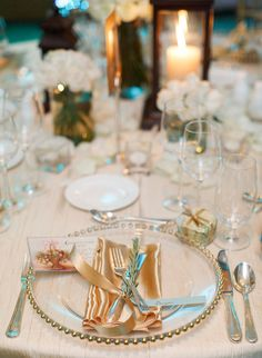 A beachy yet glam place setting for a destination wedding | Brian LaBrada Photography