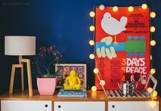 Música, cor e poesia são três coisas que não podem faltar na rotina da designer de interiores Ana Mouawad Queiroga. Ao lado do marido, o engenheiro e piloto Rodrigo Brito de Queiroga, dos filhos Ravi e Leon e de uma turma de bichinhos de estimação formada por dois gatos, dois cachorros e um peixe […]