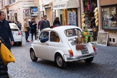 When it comes to driving in Italy it can be an intimidating experience for first timers, but trust us, road trips in il bel paese can be a lot of fun as long as you know the rules.