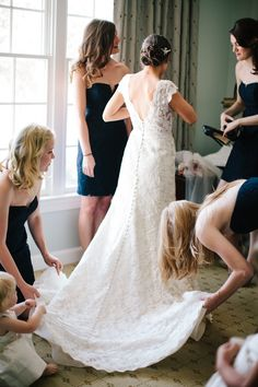Gorgeous getting ready moment #bridesmaids | Photography: Anna Routh Photography - annarouthphoto.com  Read More: http://www.stylemepretty.com/2014/07/14/spring-barn-wedding-in-chapel-hill/