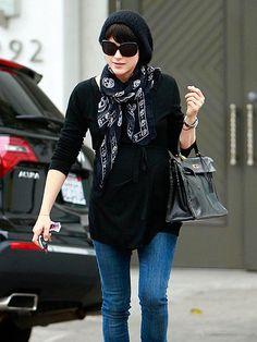 Selma Blair- beret, scarf, and bag!