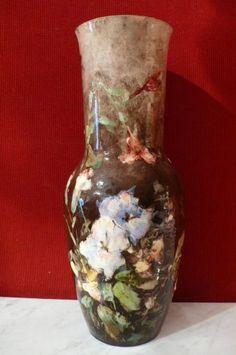 Montigny-sur-Loing, Vase de forme balustre à décor de fleurs signé Boué
