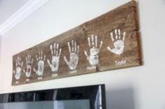 DIY Handprint Wall Sign Simple gift idea for mom or grandma. Make this DIY Handprint Wall Sign with this tutorial. Mom is sure to love it as much as you do - DIY Handprint Wall Sign Rustic Wall Decor, Rustic Walls, Diy Wall Decor, Pallet Wall Decor, Family Wall Decor, Country Wall Decor, Decor Room, Wall Letters Decor, Scrabble Wall Art