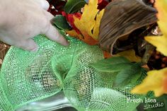 Make your own Fall Leaves Poof Wreath with the easy 1,2,3 steps | Fresh Idea Studio ~ Your place for DIY