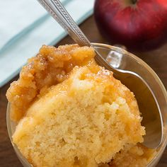 Pouding chômeur aux pommes | Metro Sifted Flour, Baked Apples, Apple Slices, Cookie Desserts, Cornbread, Brown Sugar, Pudding, Vegetarian, Dishes
