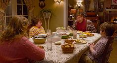 The benefits of eating dinner as a family are pretty incredible. Learn why you should be putting down your tech and joining your family at the table. Social Marketing, Online Marketing, Content Marketing, Modern Halloween, Funny Scenes, New Trailers, Winter Fun, Film Stills, Instagram Tips
