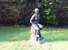 Белград, скульптура в парке.