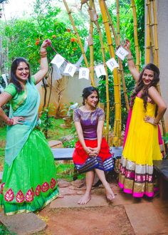 Super How To Pose For Pictures With Friends The Bride 58 Ideas Pre Wedding Poses, Bridal Poses, Pre Wedding Photoshoot, Wedding Pics, Wedding Bride, Wedding Photo Props, Bridal Shoot, Wedding Couples, Indian Wedding Photography Poses