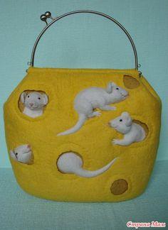 """Всем доброго дня! Наконец-то добралась до компа сумочки показать. Работаю сейчас вместе с подругой, учится). Приятного просмотра, хорошего настроения! """"Сырная"""" сумка."""
