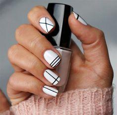 Modele ongle gel blanc et noir, ongle en gel deco blanc et Nail Art Diy, Easy Nail Art, Diy Nails, Gelish Nails, White Nail Designs, Nail Art Designs, Makeup Black, Nail Salon Design, Lines On Nails