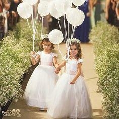 Daminhas e balões. Essa combinação é um arraso. precasamento.com #precasamento #sitedecasamento #bride #groom #wedding #instawedding #engaged #love #casamento #noiva #noivo #noivos #luademel #noivado #casamentotop #vestidodenoiva #penteadodenoiva #madrinhadecasamento #pedidodecasamento #chadelingerie #chadecozinha #aneldenoivado #bridestyle #eudissesim #festadecasamento #voucasar #padrinhos #bridezilla #casamento2016 #casamento2017