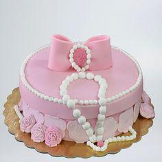 Tort Cadou roz Birthday Cake, Desserts, Tailgate Desserts, Deserts, Birthday Cakes, Postres, Dessert, Cake Birthday, Plated Desserts