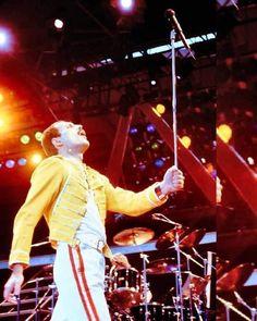 Brian May, John Deacon, Arena Rock, Music Jam, Roger Taylor, Queen Photos, British Rock, Queen Freddie Mercury, Goddess Braids