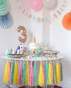 Festa de unicórnio simples e barata #festa #festadeunicornio #partyideas Birthday Cake Smash, Baby Girl Birthday, Unicorn Birthday Parties, Unicorn Party, 3rd Birthday, Birthday Party Themes, Birthday Ideas, Diy Birthday Decorations, Party Decoration