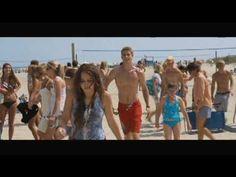 The Last Song Movie Scene: Beach Meeting Funny Movie Scenes, Funny Movies, Great Movies, Movie Tv, The Last Song Movie, Nicholas Sparks Movies, Movie Couples, Liam Hemsworth, Amor