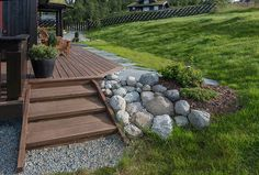 Bilderesultat for platting rundt hushjørnet Decoration, Interior And Exterior, Kitchen Design, Sidewalk, Cottage, Cabin, Garden, Stones, Outdoors