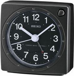 Stramosii nostrii, aflau cat e ora, orientandu-se dupa soare. Cu trecerea timpului, au aparut, obiecte moderne de masurare a timpului. Toti, indiferent de sex, purtam ceasuri. Mai mult, avem in casa, labirou tot felul de ceasuri: mecanice, de perete, de birou, electronice. Acest Ceas de birou Seiko WECKER QHR201K Radio Controlled, este un adevarat gadget. …