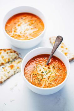 Simple Homemade Tomato Soup - just a handful of pantry ingredients and 20 minutes hands-on time is all it takes to make this INCREDIBLE homemade tomato soup! ---> http://tipsalud.com