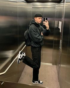 "𝔧𝔬𝔢𝔩 on Instagram: ""my outfit represents my mood."" Retro Outfits, Boy Outfits, Vintage Outfits, Trendy Outfits For Guys, Hipster Outfits Men, Winter Outfits, Look Skater, Skater Boy Style, Skater Boys"