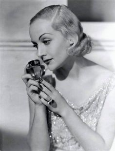 Carole Lombard and perfume bottle Golden Age Of Hollywood, Classic Hollywood, Old Hollywood, Carole Lombard, Classic Actresses, Classic Films, Myrna Loy, Classic Movie Stars, Clark Gable