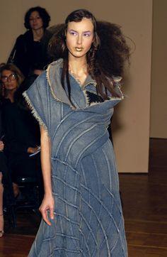 49 photos of Junya Watanabe at Paris Fashion Week Spring 2002.