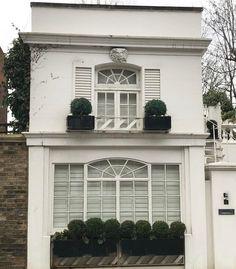 #london #firstpost #goodmorningpost #house #luxuryrealestate #littlespace #smallhouse #smallhouseproblems #chelsea #southkensington #homedecor #walkingaround #tinyhouse #lovethis