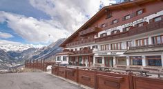 Hotel Vallechiara Valdisotto Set on the Bormio ski slopes, Hotel Vallechiara offers a sauna, a terrace, and Alpine-style rooms. Overlooking the town, 4 km away, it includes a football pitch and tennis plus basketball courts.