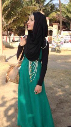 With satlada jewellery Hijab Dress, Dress Skirt, Islamic Fashion, Abaya Fashion, Nice Dresses, Maxi Dresses, Muslim Women, How To Look Pretty, Deep Autumn
