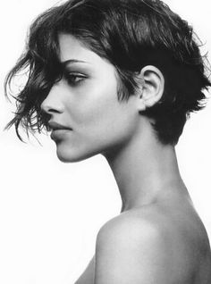 Love her and her hair Hair love Bangs can I do this to my hair? Short Wavy Pixie, Short Hair Cuts, Pixie Cuts, Curly Bob, Love Hair, Great Hair, Celebrity Short Hair, Corte Y Color, Hair Dos