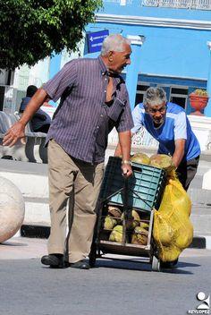 https://flic.kr/p/Ug2sFc | las tunas cargas (7) | ciudadanos de Las Tunas en su ir y venir cotidiano con cargas